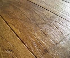 Come verniciare un pavimento in legno