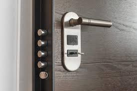 3 caratteristiche solo una porta blindata assicura